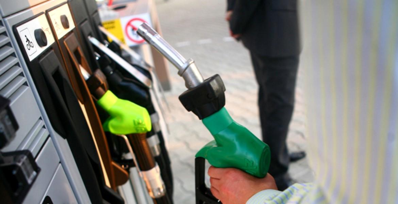 Câți kilometri mai poți parcurge după ce se aprinde martorul de combustibil